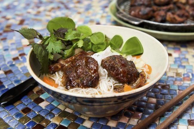 Nudler med kjøttboller - Bún Chả