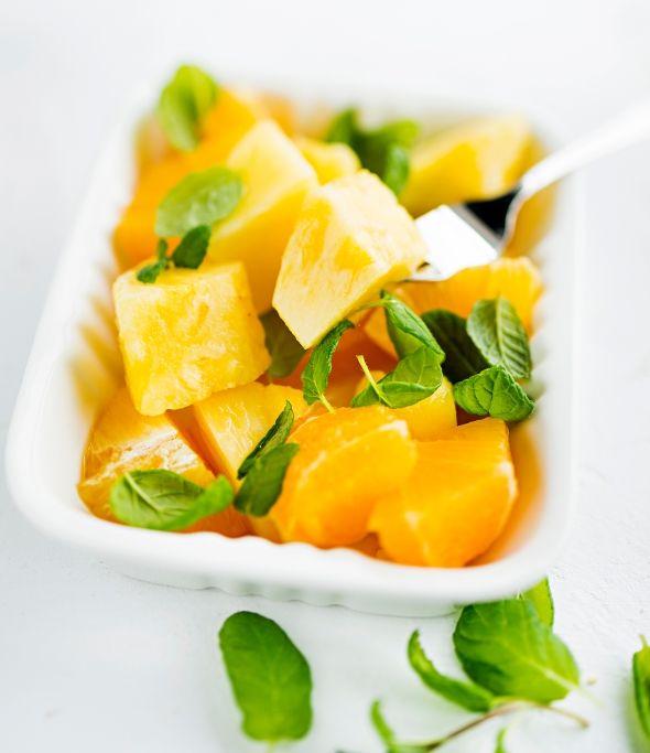 Ananasta ja appelsiinia tuoreen mintun kanssa, resepti – Ruoka.fi