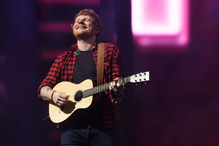 Everyone Noticed The Same Weird Thing About Ed Sheerans Glastonbury Set