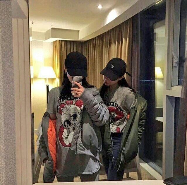 mirror selfie #ulzzang #korea #tumblr #girl #friends