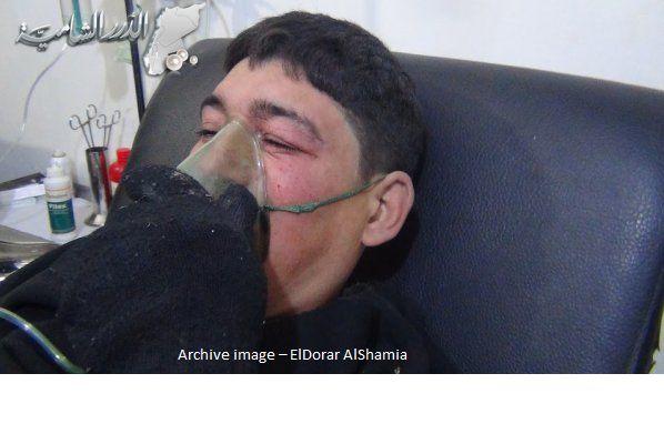 Pasukan rezim Asad menggunakan gas klorin beracun terhadap warga sipil di Idlib  DAMASKUS (Arrahmah.com) - Koresponden ElDorar AlShamia melaporkan bahwa pasukan rezim Asad yang dikerahkan di Camp Guerin Latakia membombardir kota Jisr al-Shughour City pedesaan bagian barat Idlib dengan menggunakan peluru yang diisi dengan gas klorin beracun.  Wartawan ElDorar AlShamia menegaskan bahwa sedikitnya ada empat orang yang lemas di antara warga sipil yang tiba di tempat pelayanan medis pada pagi…