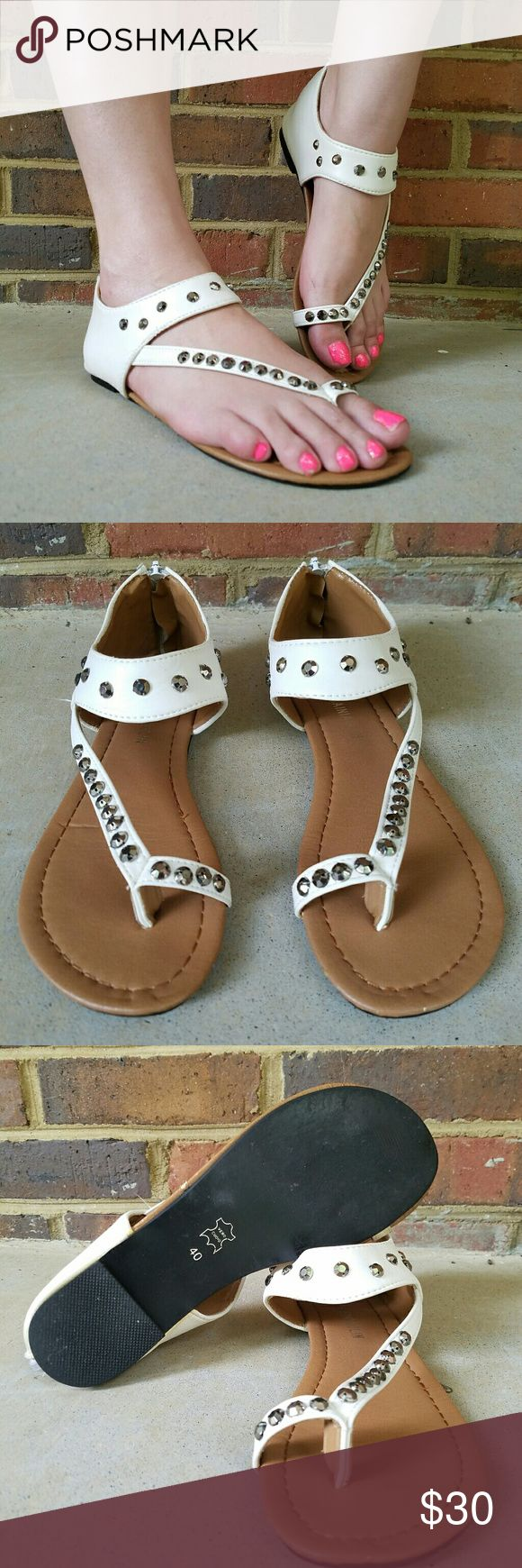 Leather gladiator sandal with metal studs stamped vero cuoio (signifies real Italian leather) gladiator sandals are incredibly comfortable and stylish. White leather with toe detail and silver/grey studs in fabulous condition. They zip up in the back so they are easy to put on and off, and the leather is soft so they are comfortable to wear. They are a Euro size 40, but fit a 9 to 9.5 in women's Stitching, zippers, studs, soles, and lining all in great condition. Minor wear on sole. These…