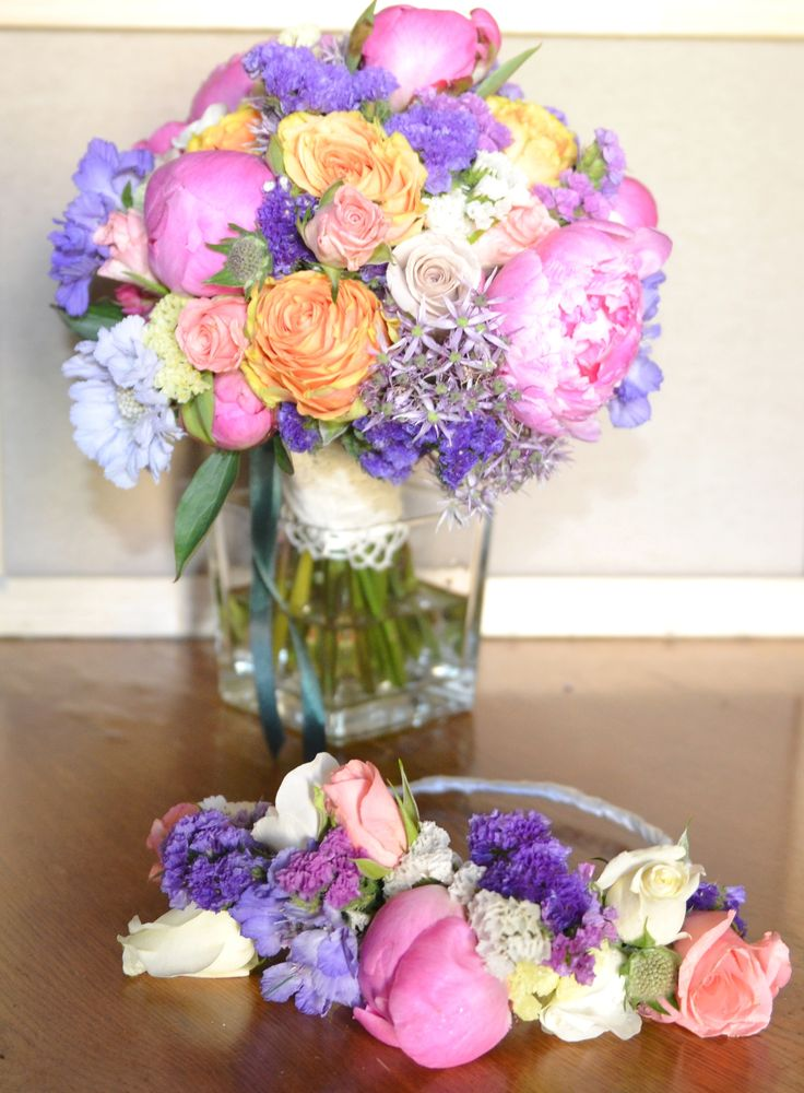 Matching bridal bouquet and flower crown