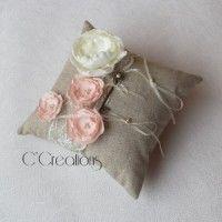 Coussin d'alliances { Vintage } en lin, dentelle et fleur de satin rose et ivoire