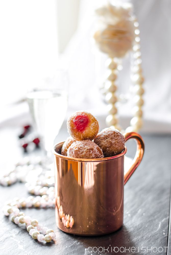 vegane Donut Holes mit Cranberry Sekt Gelee/ vegan donut holes filled with cranberry champagne jelly