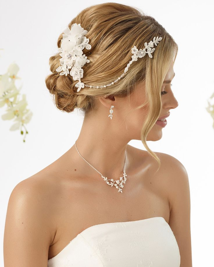 beautiful headpiece with crystals & pearls from #biancoevento #2017collection #weddingideas #bridetobe #weddingaccessories #hairjewellery #hairstyles