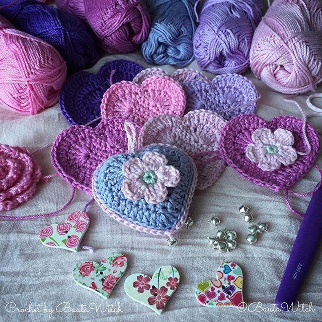 Virkar hjärtan till Alla Hjärtans Dag efter Karin Mijsens holländska mönster, samtidigt som jag fotar steg för steg o gör den svenska översättningen!  Dank je wel Karin voor mij het vertrouwen met de Zweedse vertaling!  #virka #virkat #crochet #bautawitch #hjärta #heart #karinmijsen