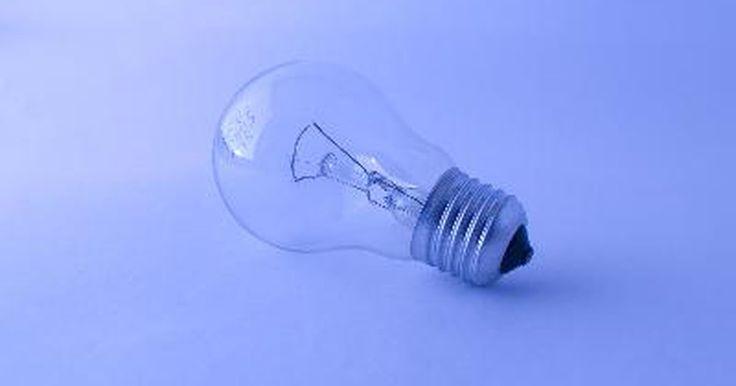 Cómo reparar una lámpara táctil. Cómo reparar una lámpara táctil. La lámpara táctil utiliza un sensor que te permite encenderla o apagarla con un toque de tu mano. Puede ser más difícil reparar una lámpara táctil debido a que debes desarmarla antes de poder reemplazar cualquiera de sus partes. Lo podrás hacer siguiendo estos pasos.