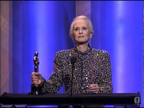 1990 Academy Awards ~ Jessica Tandy wins Best Actress Oscar for DRIVING MISS DAISY (1989) Presenter: Gregory Peck (2:57) [Video]