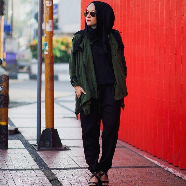 Loving the black jumpsuit. #hijab