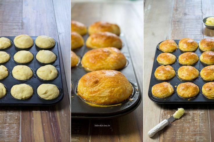 Rezept für fluffige Brioche, die ich in der Muffinform backe. Die Brioche enthalten Mehl, Butter, Milch, Eier und Hefe.