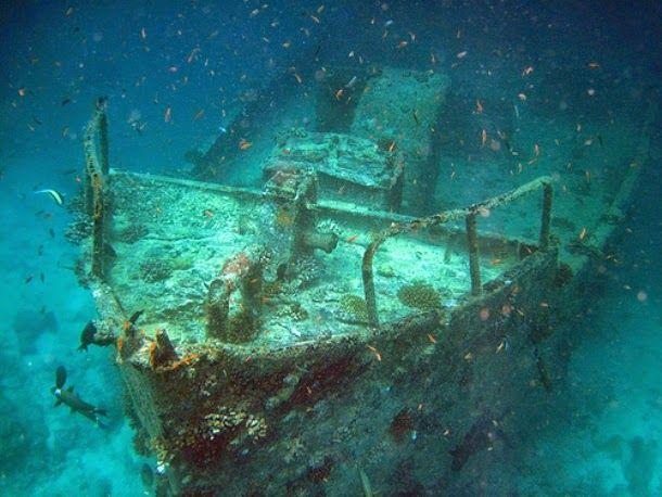 (MTS Oceanos, África do Sul) - Lançado em julho de 1952, o MTS Oceanos era um navio de cruzeiro Francês construído na Grécia. Afundou-se ao largo da costa leste da África do Sul em 04 de agosto de 1991. O naufrágio encontra-se a uma profundidade entre 302 e 318 pés, cerca de 3 km da costa.