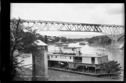 Puente sobre el Río Magdalena, 480 metros. Girardot (Cundinamarca, Colombia). Foto 2 | banrepcultural.org