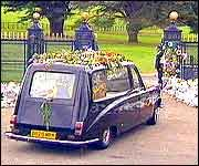 Althorp Estate | ... The hearse carrying Diana's body arrives at the gates of Althorp Park