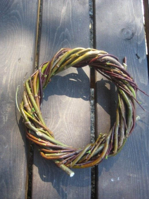 Willow is one of my favorite materials for wreath making. It is easy to work with : it bends and it is sturdy. Here I have short tutorial how to make simple willow wreath and how to decorate it.  I will also show you how to handle and store willow...