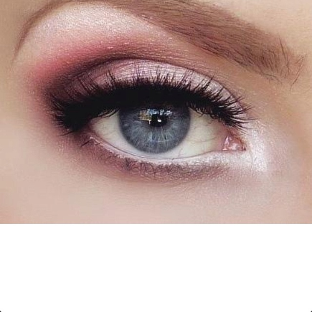 Natural eye shadow for blue eyes