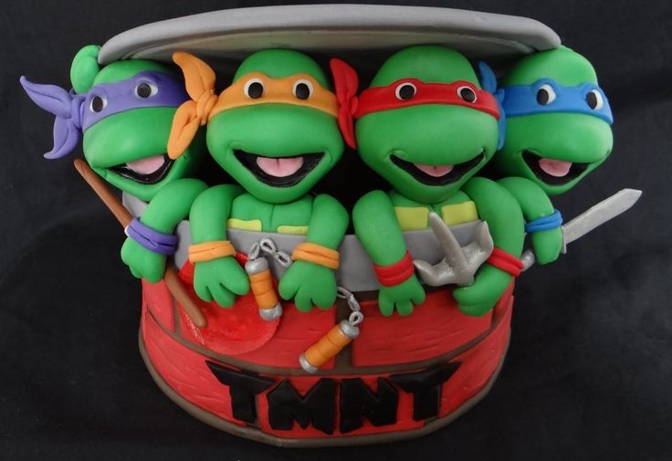Fondant Teenage Mutant Ninja Turtles Tutorial This video shows how to form the head of a TMNT and add accents to the face of the turtle.