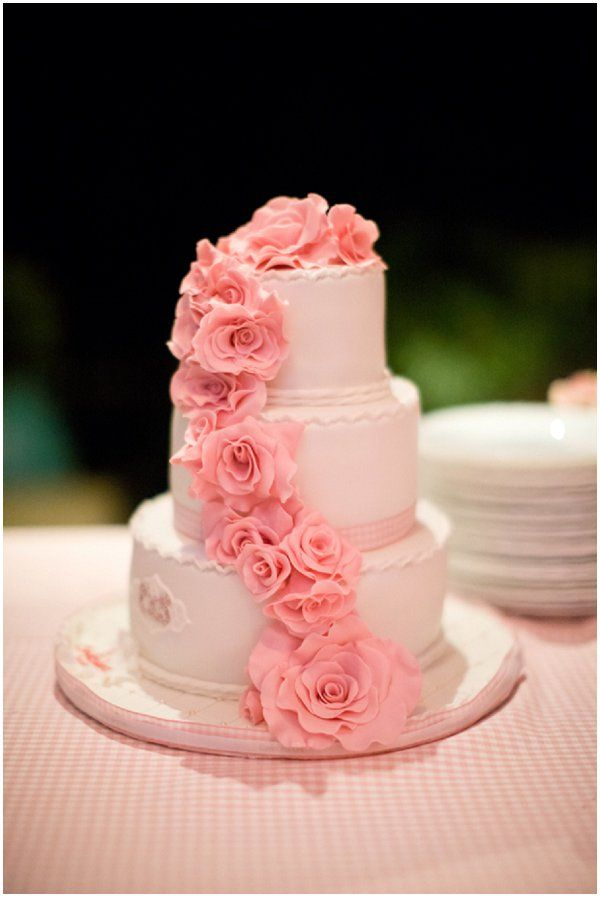 Romantic pink wedding cake  | Photography © Caught the Light via French Wedding Style