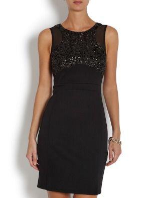 Приталенное классическое платье без рукавов. Молния до середины спины. Зона декольте — из блестящего черного материала. Вырез овальный, неглубокий, удобный и практичный. Материал: основная ткань: 96 % полиэстер , 4 % эластан