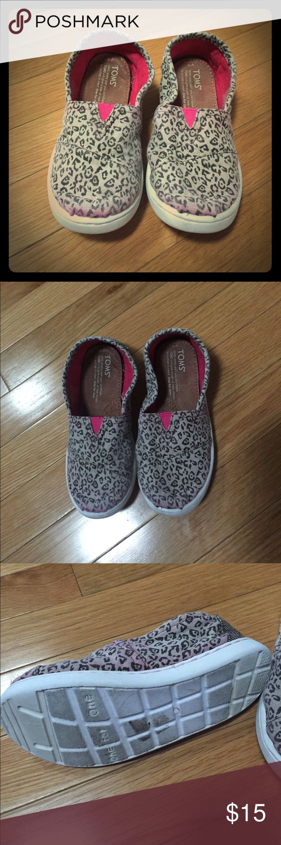 Kids Toms animal print GUC. Animal print with pink tint. Size 1Y. (K86) TOMS Shoes Sneakers