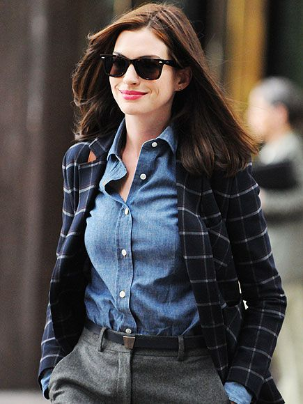 Between her classic wayfarer sunnies and her studious garb, Anne Hathaway was the epitome of geek chic in character for her latest movie!
