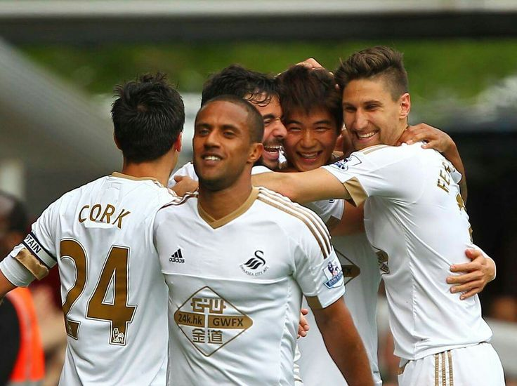 FULL TIME: West Ham United 1 - 4 Swansea City Football Club Goals from Routledge, Ayew, Ki & Gomis help the #Swans to a dominating Premier League win at the Boleyn Ground.