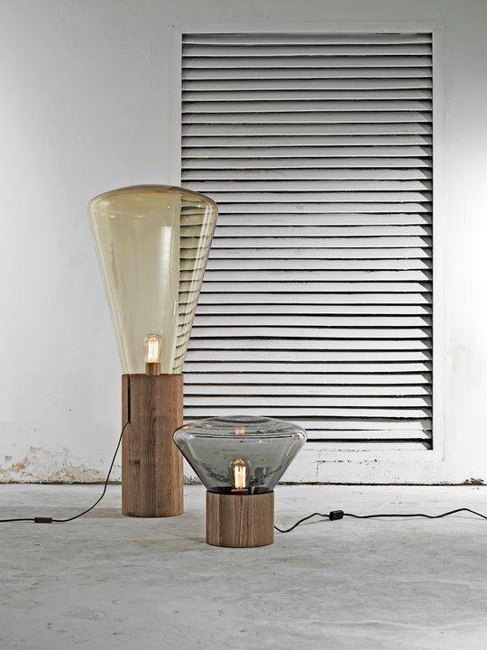 Tafellamp Brokis, Muffin met houten voet en glazen kap
