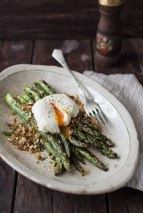 Grilled Asparagus with Aromatic Bread Crumbs and Poached Egg   recipe at www.bakenoir.com