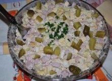 Sałatka z tortellini - Przepis - Smaker.pl