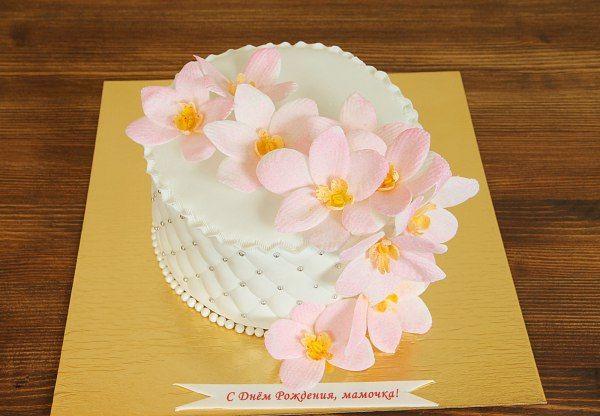 """Торт """"Орхидеи для любимой""""  Каждый #торт – это произведение кондитерского искусства. Внешний вид десерта отображает смысловое содержание торжества и его главный его мотив. Торт с орхидеями – это нежное, красивое творение мастеров нашей кондитерской. Изящные цветы, созданные с помощью съедобной мастики, придают особый шарм праздничному лакомству. А вкусовые качества никогда не отстают от внешнего вида сладости 😊  С радостью изготовим, а если вы пожелаете то и доставим, #праздничныйторт весом…"""
