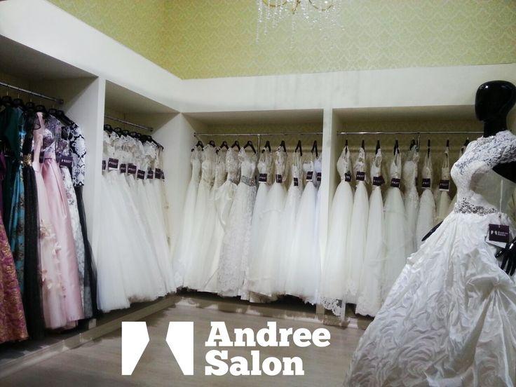 A făcut acel pas? Perfect! Este timpul pentru organizare. Dacă ai găsit la Andree Salon rochia potrivită pentru gusturile tale, te așteptăm la atelier!