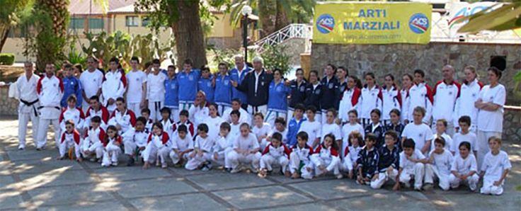 """Come ogni anno, con l'arrivo di giugno, arriva anche uno degli eventi più attesi dell'anno di karate tradizionale Shotokan """"AICS-SHOTODAIGAKU"""": lo stage estivo.Dal 5 all'8 giugno decine di atleti di tutte le età si sono trovati nel magnifico paesaggio naturale di Palinuro per affrontare giornate di intensi allenamenti, e non solo…"""