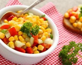 Salade fraîcheur au maïs : http://www.fourchette-et-bikini.fr/recettes/recettes-minceur/salade-fraicheur-au-mais.html