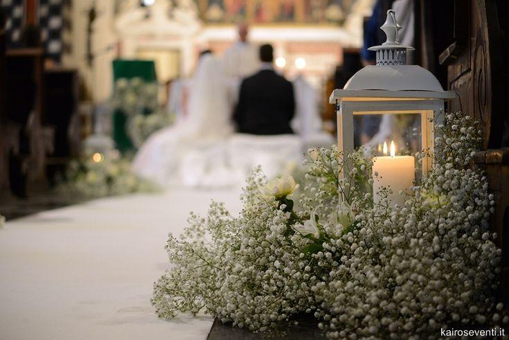 Gypsophila, lanterne e candele in chiesa. Wedding designer & planner Monia Re - www.moniare.com | Organizzazione e pianificazione Kairòs Eventi -www.kairoseventi.it | Foto Photo27