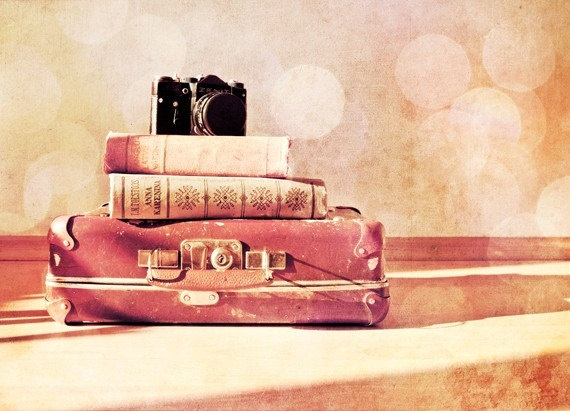 for some reason I am obsessed with old suitcases! love the use of them in photography