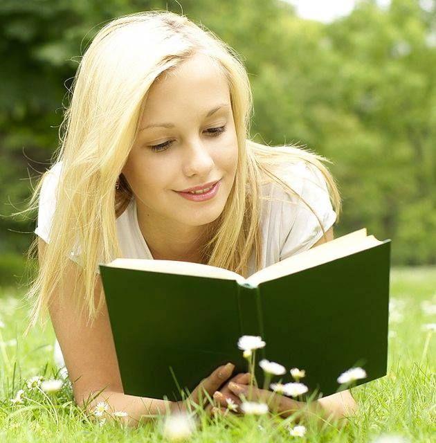 """""""Senki sem magányos, akinek van csak egy könyve is."""" (Jonathan Strange és Mr Norrell c. film)"""
