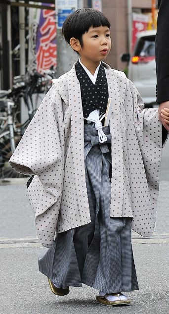 Boy in traditional costume visit the Shinto shrine, Tokyo, Japan By Laurent T