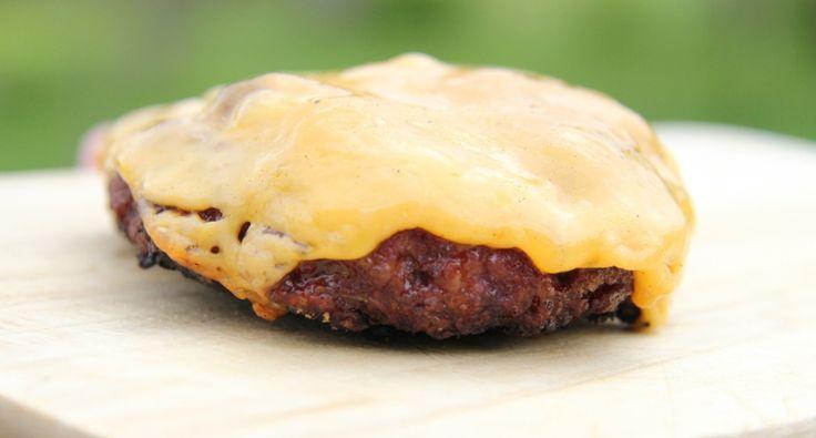 Przepis na mięso na hamburgery – z cebulą: Oto najnowszy wspaniały przepis na mięso na hamburgery. Ale tutaj kładziemy nacisk na cebulę. :)