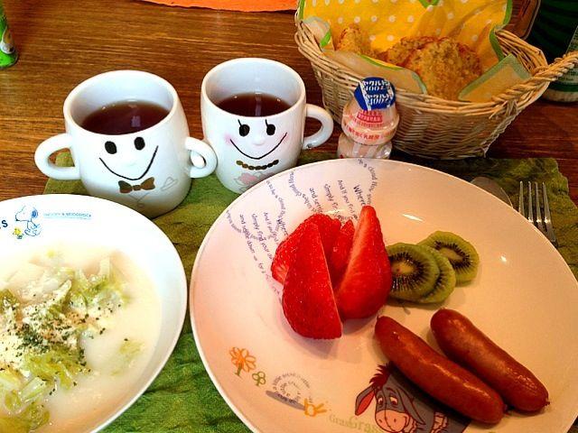 おはようございます☆〜(ゝ。∂)今日はは、曇りの福岡です。さて、今朝は、バナナ消費のため(真っ黒になってました  笑)バナナのパウンドケーキ!朝から、焼いてみましたー。あとは、いただいたイチゴ、白菜スープ!!ゆっくりした朝ご飯ですー^ ^ さーて、家事ってから、お出かけですー。あっ、昨日は、FBで、こわい画像すみません(≧∇≦) 昨日会った杉本さんから、面白いアプリあるって見せてもらって。悪ノリしてのせちゃいました。トイレにいけなくなったみなさーん、ごめんなさーい!ではでは、みなさん、よい1日をー☆〜(ゝ。∂) - 19件のもぐもぐ - バナナパウンドケーキ  白菜ミルクスープ  ウィンナー  キウイ  イチゴ  ヤクルト  紅茶  ヤクルト by 126kei