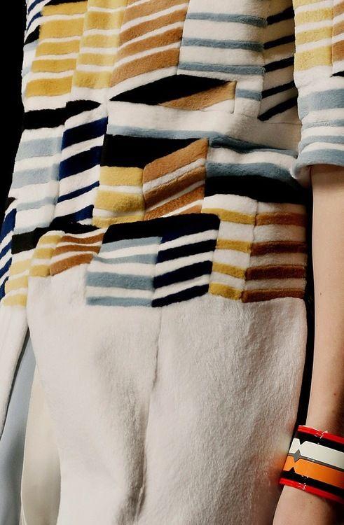 mode italienne : Fendi, SS 2013, chevrons, motif géométrique, 2010s