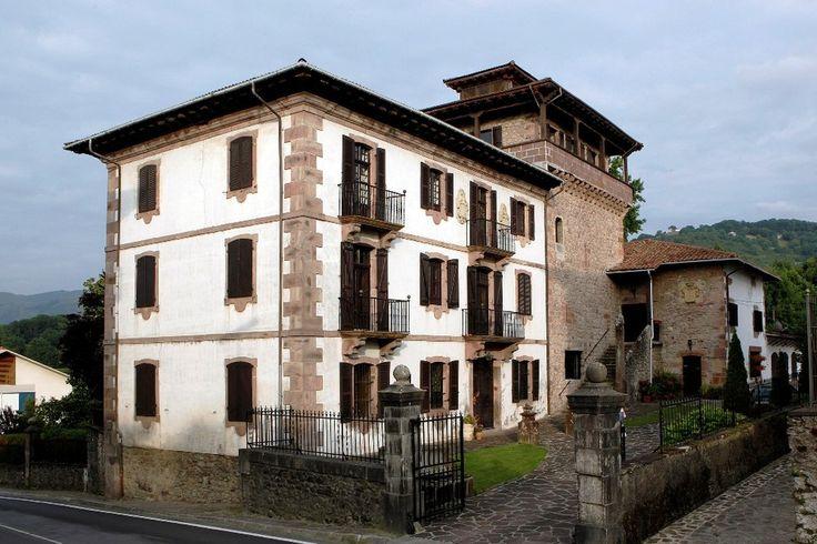 Palacio Jauregia de Irurita, #Navarra. Uno de los palacios góticos mejor conservados del Valle de Baztán. ¿Quieres saber más? -> http://www.turismo.navarra.es/esp/organice-viaje/recurso/Patrimonio/5415/Palacio-Jauregia-de-Irurita.htm