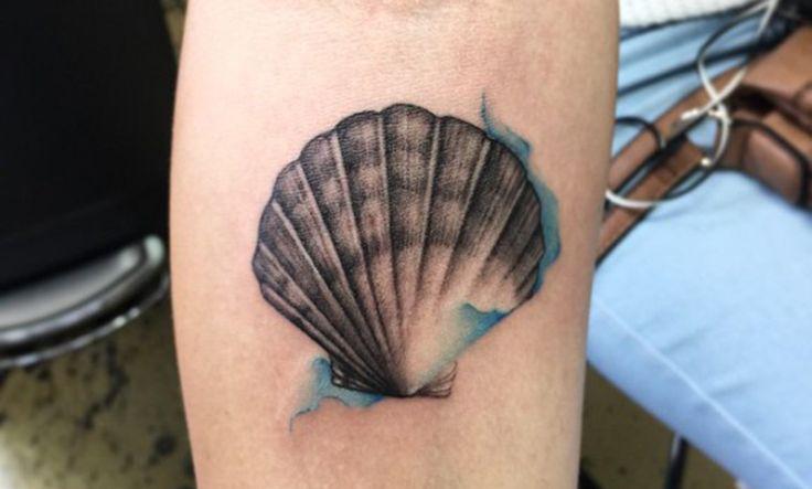 Tatuajes de conchas de mar y su significado - http://www.tatuantes.com/tatuajes-de-conchas-de-mar-significado/ #tattoo