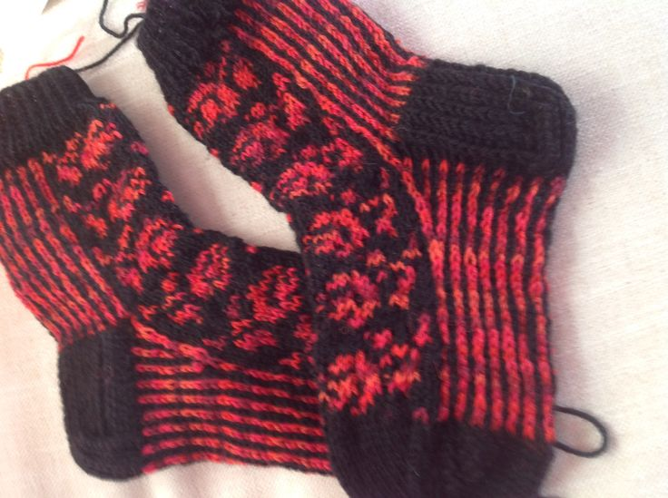 Another pair of socks for Christmas Charity sales 2015... Finished 11.02.2015. - early enough.
