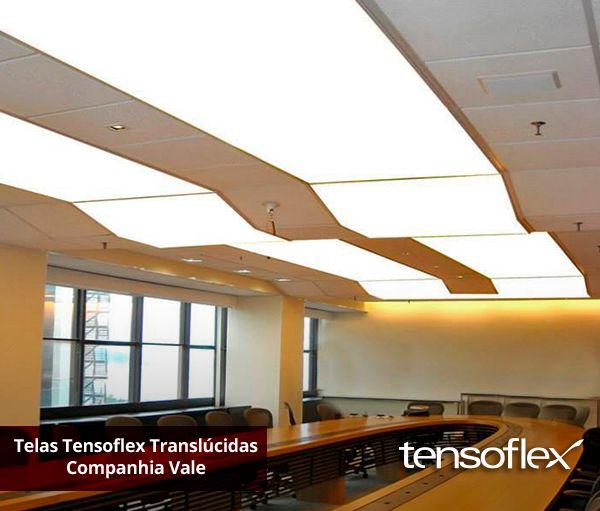 A arquitetura da sala de reunião da Companhia Vale, uma das maiores mineradoras do mundo, dispõe de quadros móveis com telas Tensoflex translúcidas, permitindo deixar o ambiente elegante e leve.
