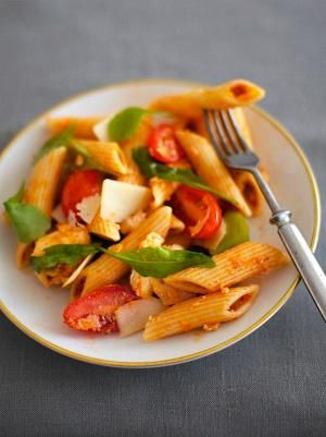 Pikkujoulujen helpoin herkku: Punapesto-pastasalaatti | Kiusauksessa | HS