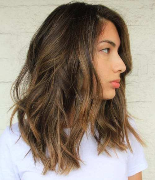 90 Balayage Hair Color Ideas with Blonde, Brown and Caramel Highlights.  Medio largo pelo castaño oscuro