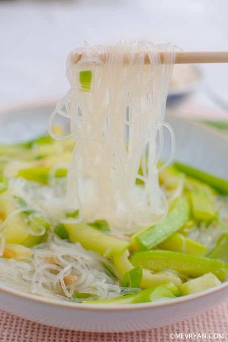 Glasnoedels met courgette, food blog © mevryan.com #Chinees #koken #noedels #glutenvrij #caloriearm #lactosevrij #recept