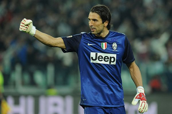 Futbol Transfer Haberleri, Juventus emektar kalecisi Gianluigi Buffon'un sözleşmesini Haziran 2017'ye kadar uzatmaya hazırlanıyor.