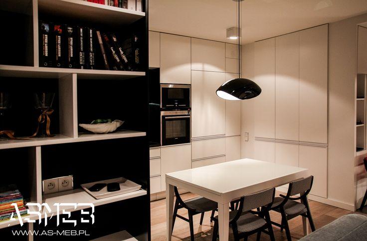 Kuchnia widziana od strony salonu.