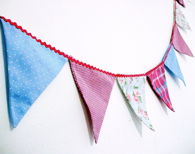 banderinhas aqua e pink by Daniela _Santos, via Flickr